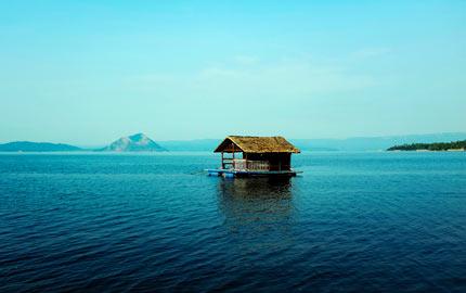 Taal-Volcano-lake