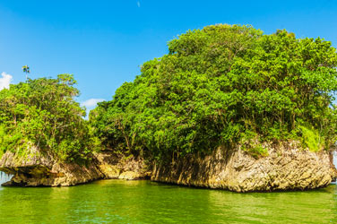 Sambawan-Island-Rocks