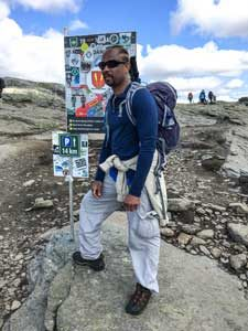 Trolltunga hiking