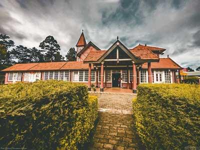 Villa Cassandra, Colonial style